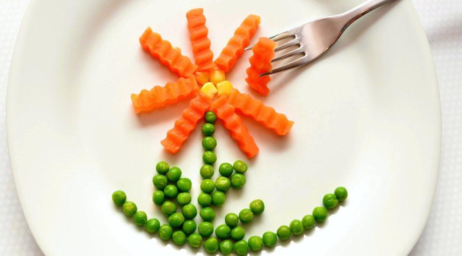 fleur de légumes dans une assiette
