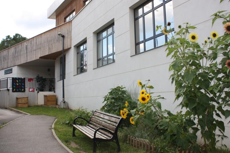 Façade de l'école Les Pâquerettes été 2014